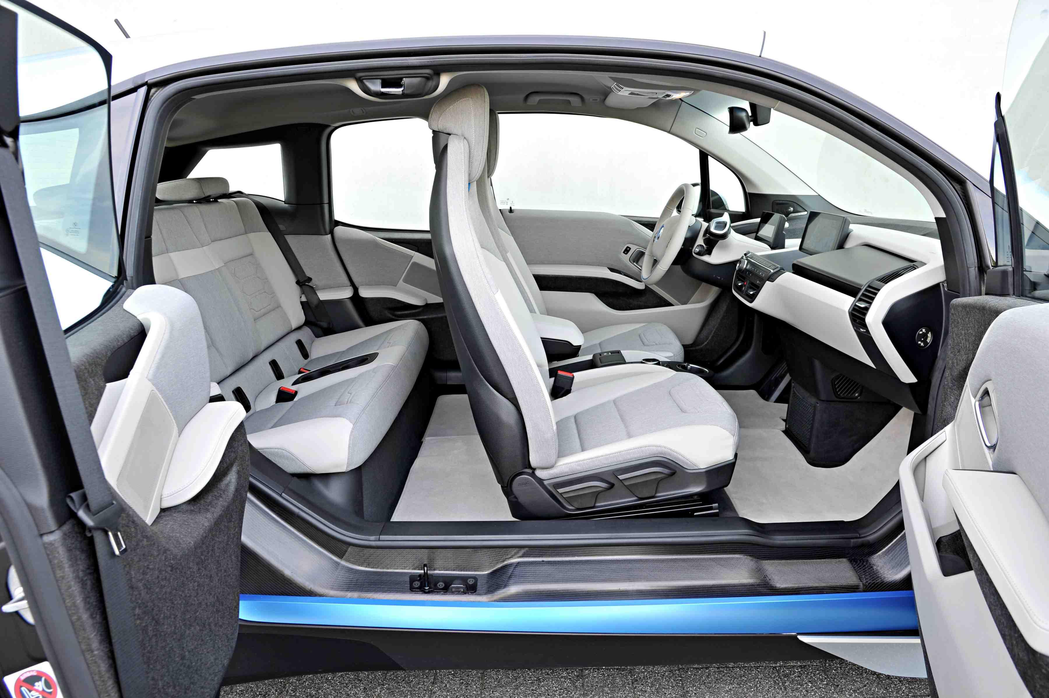 BMW i3 Innenraum mit Einstieg ohne B-Säule