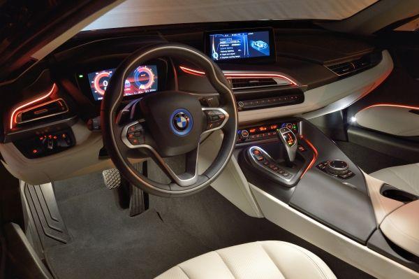 Futuristisches Cockpit im i8