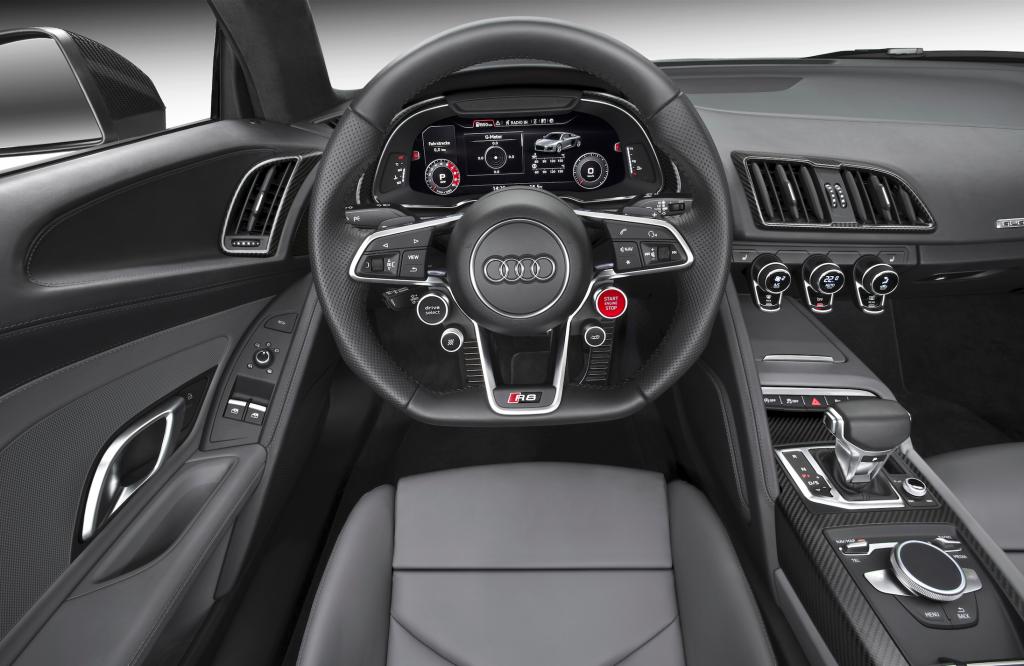Virtual Cockpit und ein Lenkrad fast wie im Rennsport.             Alle Fotos Audi