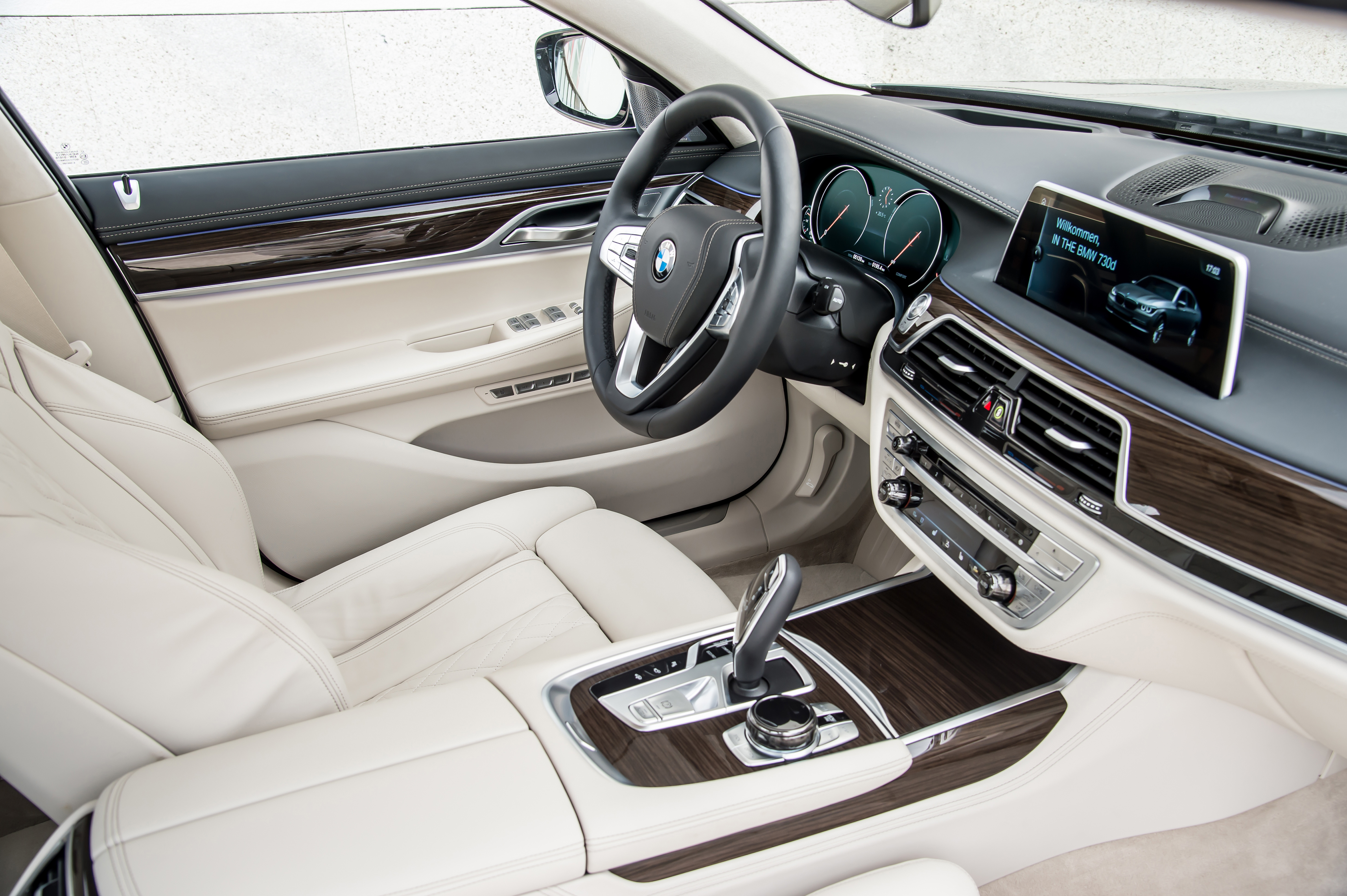 P90195299_highRes_the-new-bmw-730d-08-