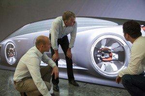 Der Audi quattro aus der Zukunft hat Elektromotoren an allen Rädern, was denn sonst.