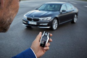BMW 7er Schlüssel bietet Infos per Display