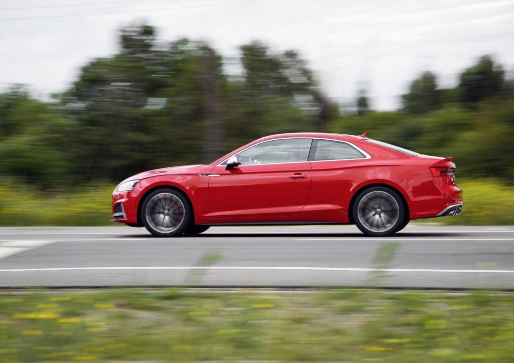 新款奥迪S5双门轿跑车(k)是该类别的典型代表。 具有轿车特征的纯种运动轿跑车。 一样受欢迎。